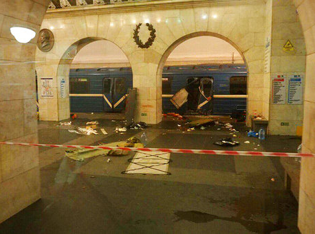 Blast on Russian subway kills 10, injures 50; 2nd bomb found (Update)